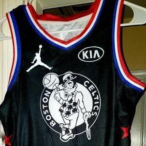 Boston Celtics Kyrie Irving Youth large (medium)